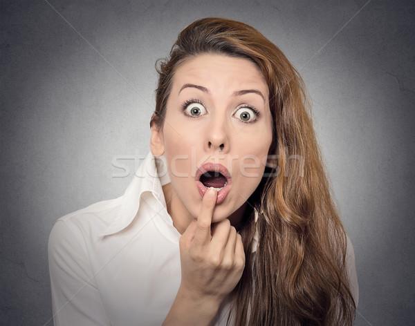 Niespodzianką kobieta portret patrząc zdziwiony Zdjęcia stock © ichiosea