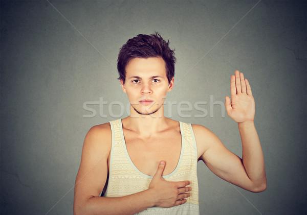 Jeunes sérieux homme promettre visage Photo stock © ichiosea