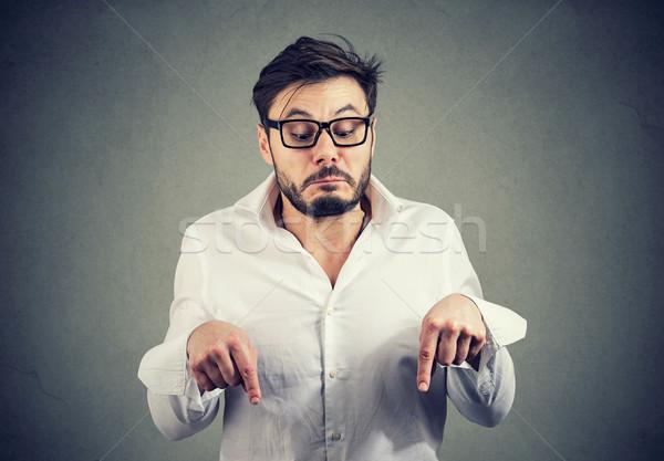 Сток-фото: странно · человека · указывая · глядя · вниз · молодые · бородатый