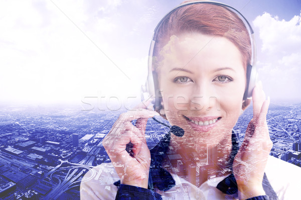 Uśmiechnięty kobiet obsługa klienta operatora zestawu odizolowany Zdjęcia stock © ichiosea