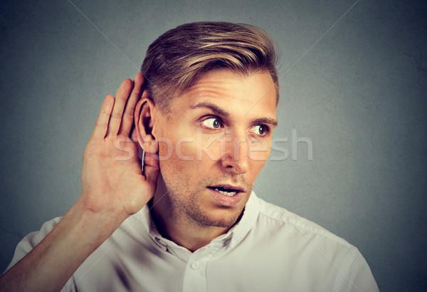 Curioso hombre escuchar conversación noticias Foto stock © ichiosea