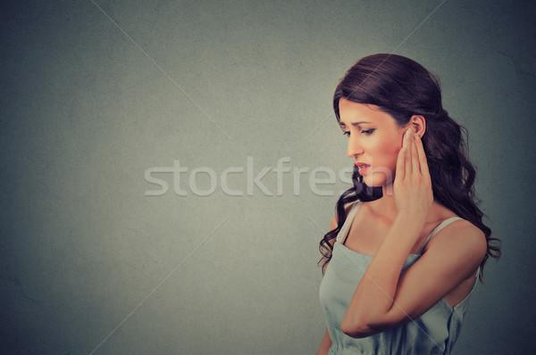 Yan profil hasta genç kadın kulak ağrı Stok fotoğraf © ichiosea
