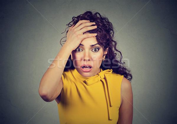 Bezorgd geschokt vrouw meisje gezicht achtergrond Stockfoto © ichiosea