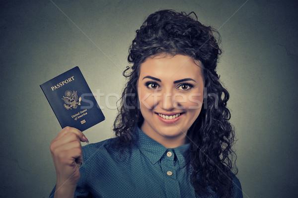 Stock fotó: Fiatal · izgatott · nő · USA · útlevél · portré