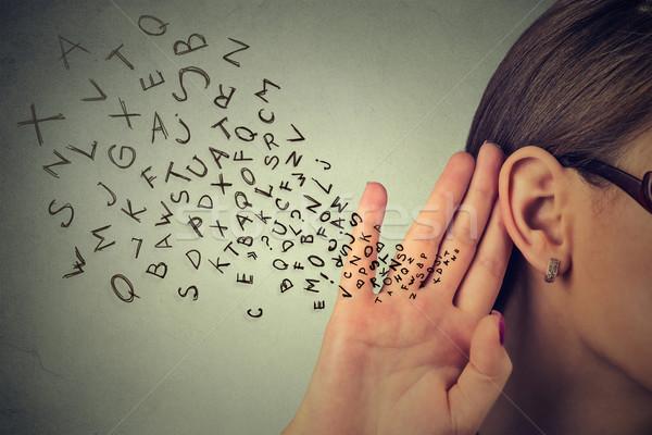 Vrouw hand oor voorzichtig alfabet brieven Stockfoto © ichiosea
