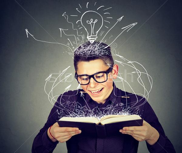 Gelukkig man lezing boek glimlach school Stockfoto © ichiosea