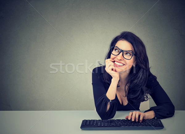 Boldog nő ül asztal álmodozás mosolyog Stock fotó © ichiosea