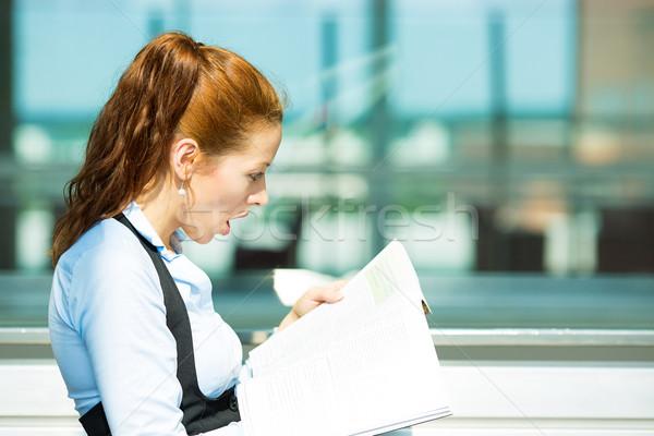 Meglepődött üzletasszony olvas magazin közelkép oldalnézet Stock fotó © ichiosea