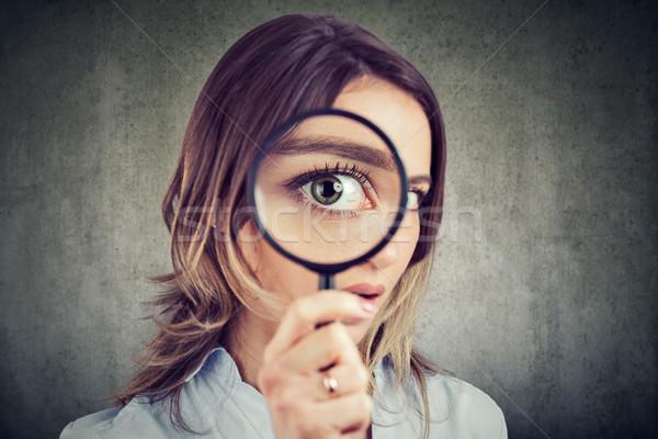 любопытный женщину глядя увеличительное стекло девушки Сток-фото © ichiosea
