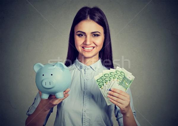 Mulher sorrindo piggy bank cem euro notas Foto stock © ichiosea