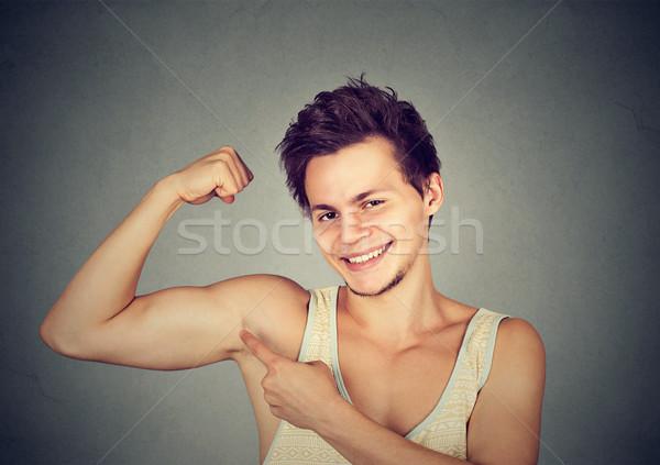 Stock fotó: Fitt · izmos · fiatalember · bicepsz · izolált · szürke