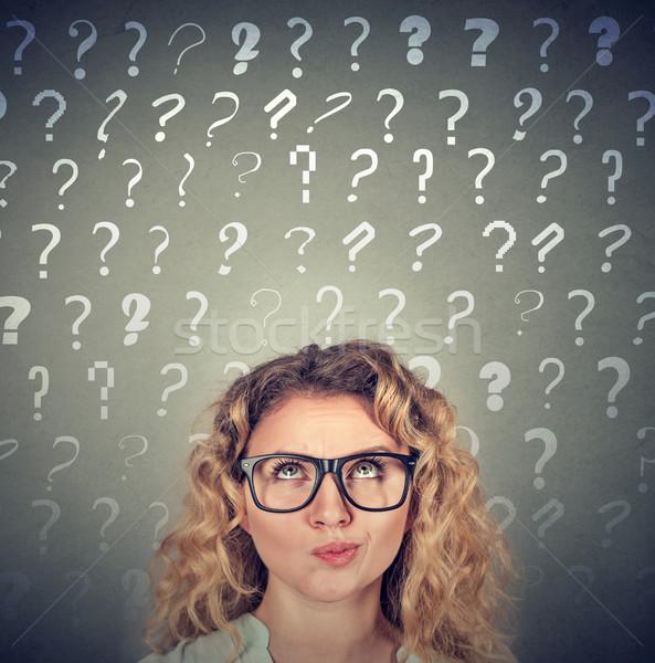 Stockfoto: Denken · vrouw · veel · vragen · boven