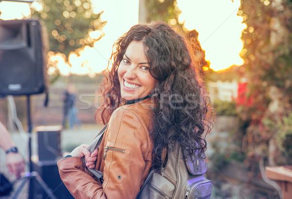 Stok fotoğraf: Portre · mutlu · güzel · bir · kadın · açık · havada · gülen · kadın