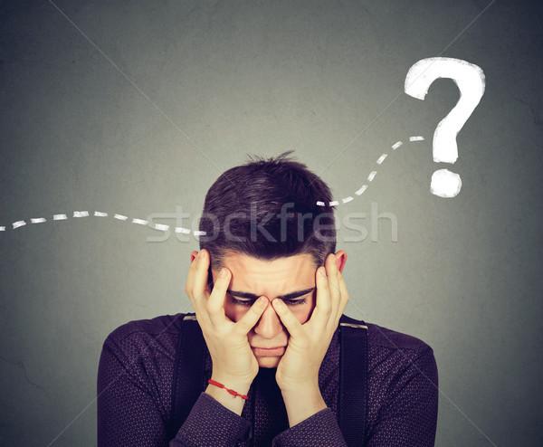 Kétségbeesett fiatalember gondolkodik néz megoldás férfi Stock fotó © ichiosea