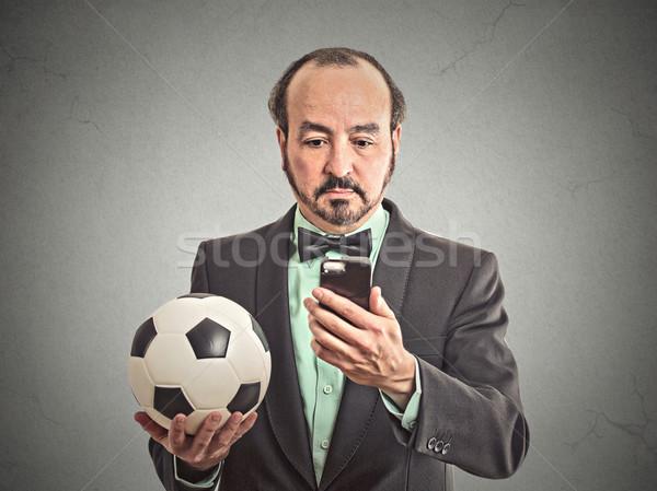 üzletember néz futballmeccs okostelefon portré komoly Stock fotó © ichiosea