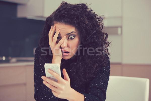 Endişeli kadın bakıyor telefon kötü haber Stok fotoğraf © ichiosea