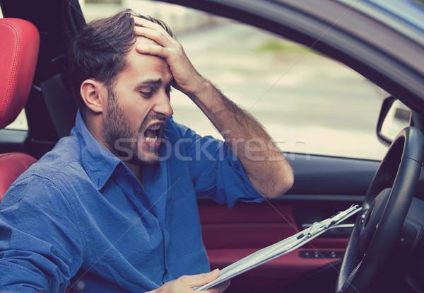 Zdesperowany człowiek kierowcy kart posiedzenia Zdjęcia stock © ichiosea