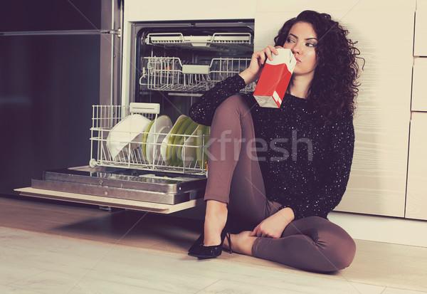 Triest vrouw drinken melk keuken ontdaan Stockfoto © ichiosea