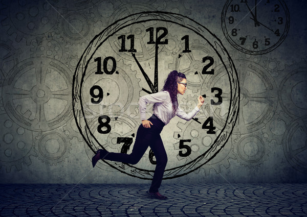 Zakenvrouw lopen uit tijd jonge business Stockfoto © ichiosea