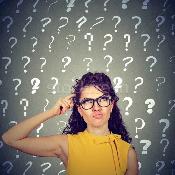 Vrouw hoofd oplossing naar veel vraagtekens Stockfoto © ichiosea