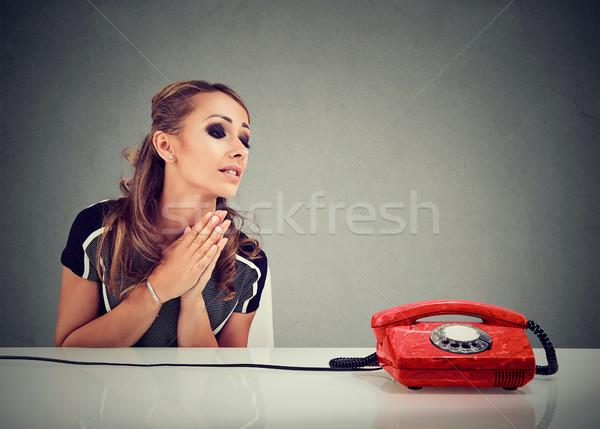 отчаянный печально женщину ждет кто-то вызова Сток-фото © ichiosea