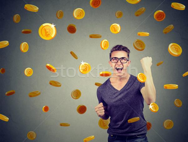 Portré boldog fiatalember ünnepel pénzügyi siker Stock fotó © ichiosea