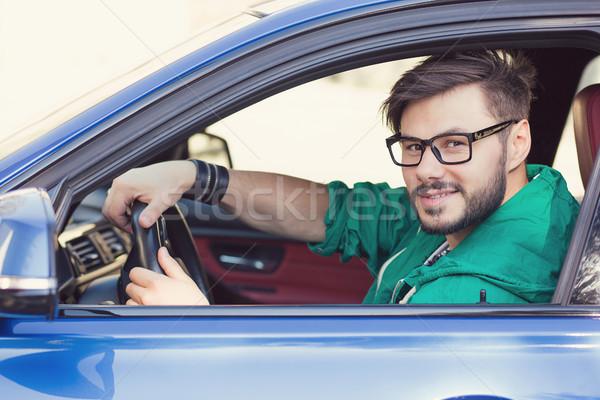 Souriant jeunes homme acheteur séance Photo stock © ichiosea