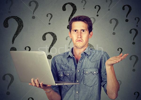 Tanácstalan fiatalember laptop sok kérdések nem Stock fotó © ichiosea