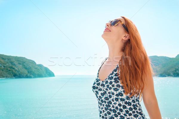Nő mosolyog elvesz mély lélegzet élvezi szabadság Stock fotó © ichiosea