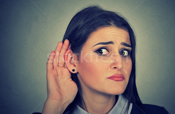 Vrouw hand oor gebaar luisteren voorzichtig Stockfoto © ichiosea