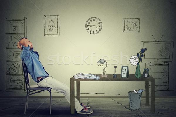 Fiatal üzletember megnyugtató ül iroda üzlet Stock fotó © ichiosea
