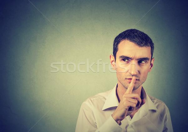 Verdächtige Mann ruhig Schweigen Geheimnis Geste Stock foto © ichiosea