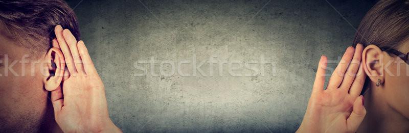 女性 男性 ホールド 手 耳 聞く ストックフォト © ichiosea