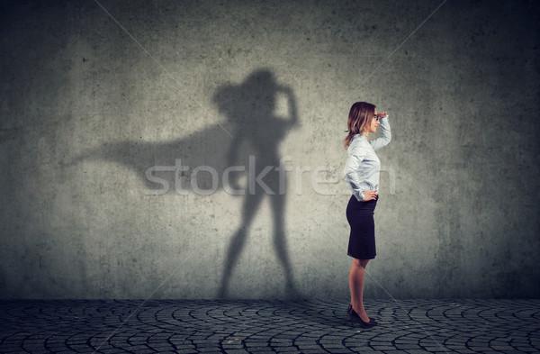 Trotzen business woman posiert Seitenansicht schauen Stock foto © ichiosea
