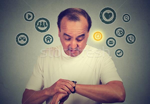 Középső kor férfi idő okos óra Stock fotó © ichiosea
