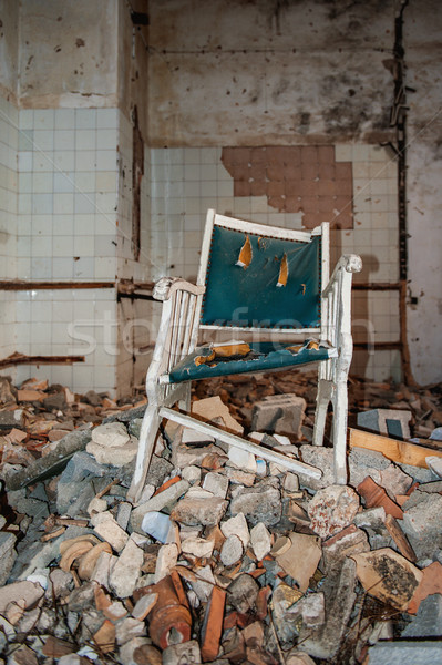 Abandonado idoso casa solitário senior cadeira Foto stock © ifeelstock
