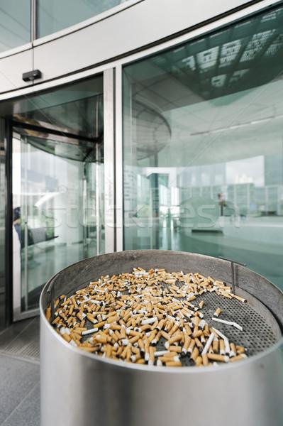 Outdoor straat asbak roken plaats sigaretten Stockfoto © ifeelstock