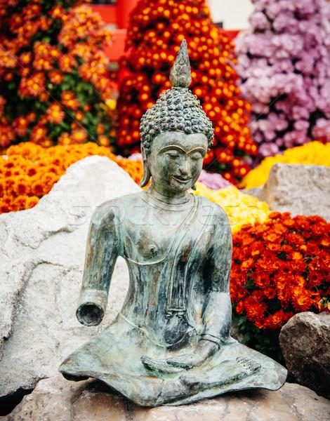 Buddha szobor friss kert élénk szín virágok Stock fotó © ifeelstock