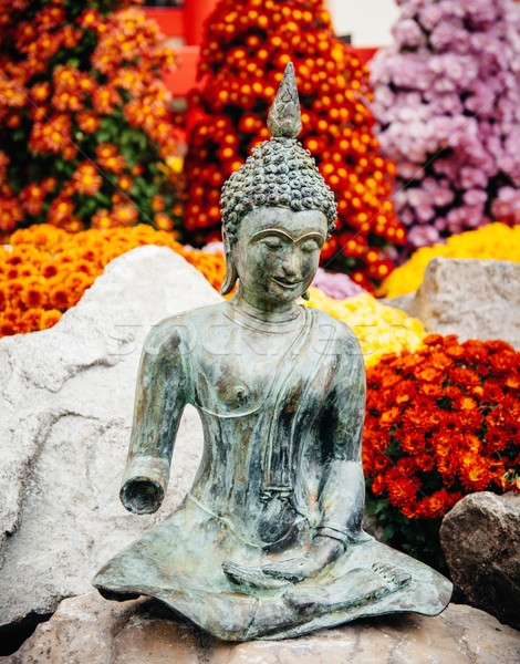 Buddha statue fraîches jardin fleurs Photo stock © ifeelstock