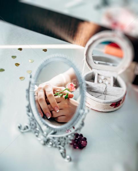花嫁 ミラー 美しい 少女 手 バラ ストックフォト © ifeelstock