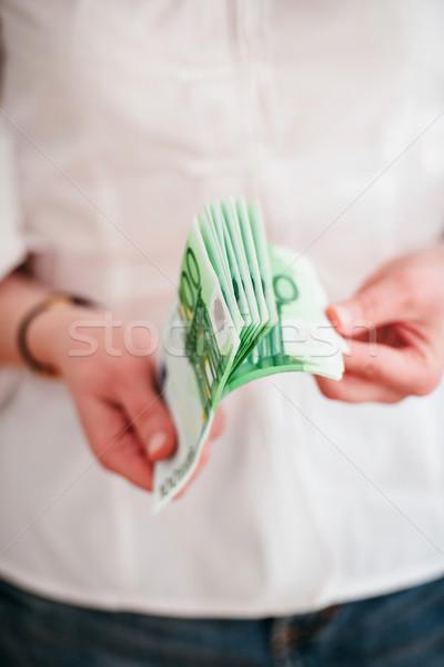 Foto d'archivio: Donna · soldi · persona · primo · piano · focus · verde