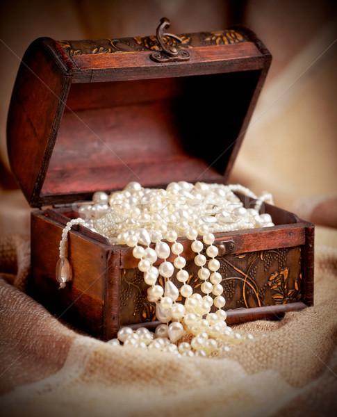 Kincsesláda csendélet fából készült gyöngy klasszikus antik Stock fotó © igabriela