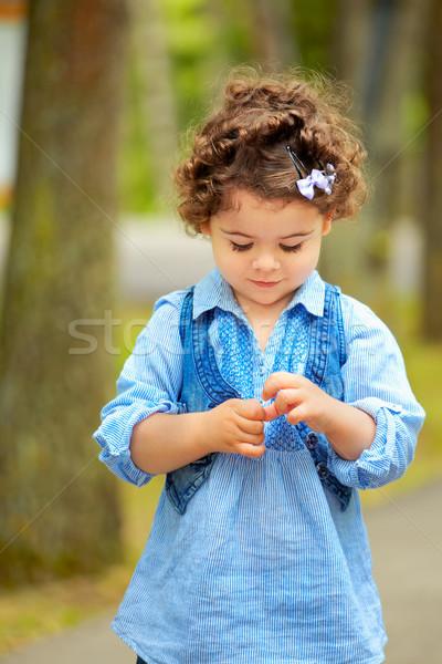 Stockfoto: Verlegen · meisje · portret · outdoor · park