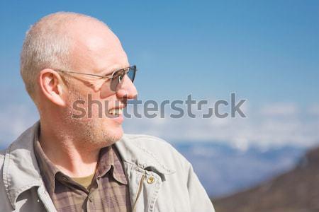 Középkorú férfi szabadtér portré tavasz haj hegy Stock fotó © igabriela