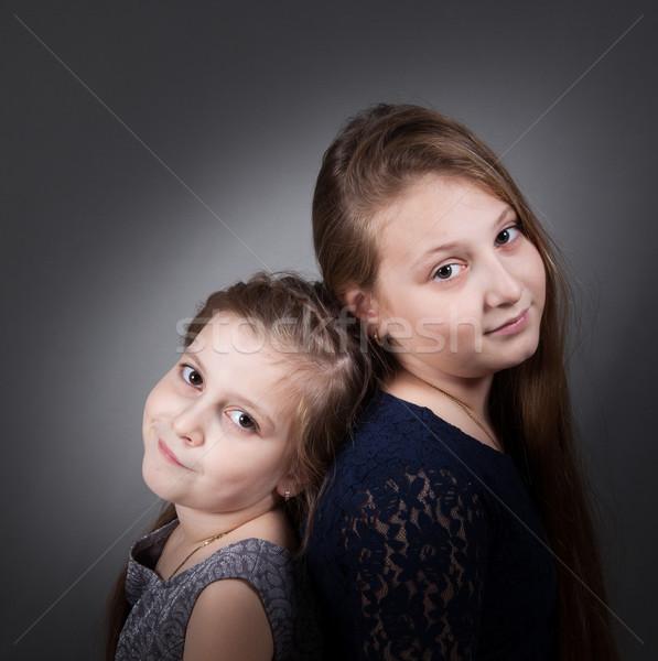 Sorella ritratti studio ritratto 10 anni sorelle Foto d'archivio © igabriela