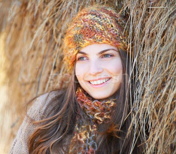 Fiatal nő széna gyönyörű szabadtér ősz dől Stock fotó © igabriela