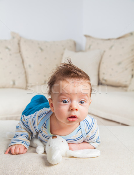 Maanden oude baby jongen home cute stockfoto gabriela insuratelu igabriela - Ruimte jongensbaby ...