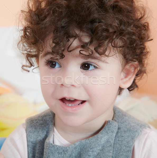 Kislány portré kétéves göndör haj baba mosoly Stock fotó © igabriela