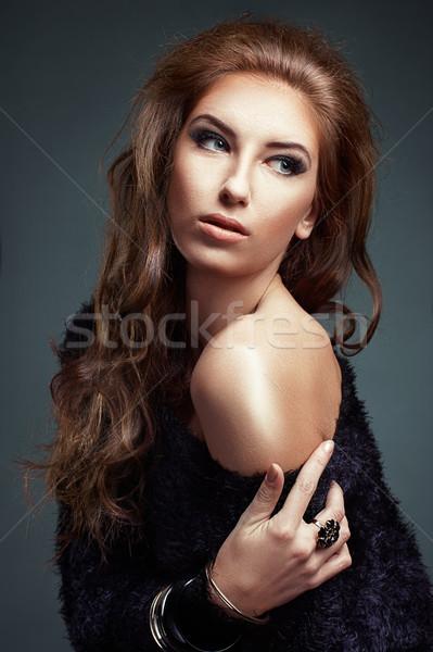 Portre güzellik kız uzun kıvırcık saçlı Stok fotoğraf © igor_shmel