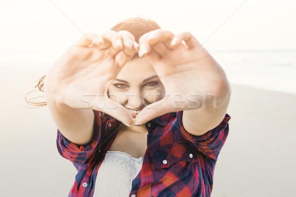 微笑 日常生活 快樂的女孩 看 手 女子 商業照片 © iko